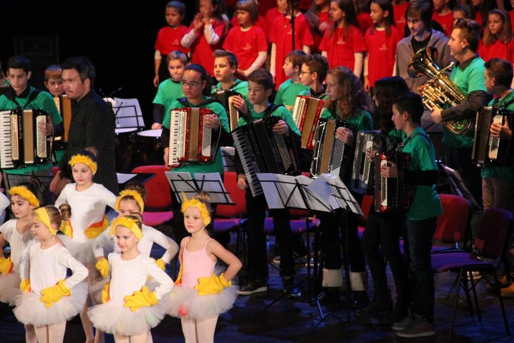 Božično-novoletni koncert učencev GŠ Lendava v gledališki in koncertni dvorani Lendava